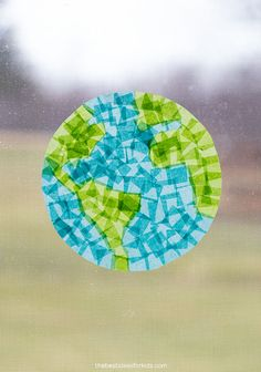 Earth Suncatcher Craft for Kids Crafts From Recycled Materials, Recycled Crafts Kids, Easy Crafts For Kids, Toddler Crafts, Projects For Kids, Craft Projects, Kid Crafts, School Age Activities, Fun Activities To Do