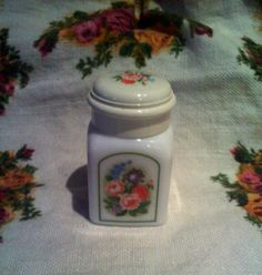 This is an vintage Avon beauty dust jar,  1971 Country Garden, Bird of Paradise
