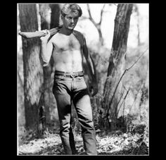 Martin Sheen in Terrence Malick's Badlands Martin Sheen Young, Sheen Family, Mr Martin, Cowboy Up, Hooray For Hollywood, Shirtless Men, Black And White Pictures, Back To Nature, Portrait Photo