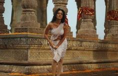 *. #SunnyLeone Recreates Zeenat Aman's Hot Look in Ek Paheli #Leela .*
