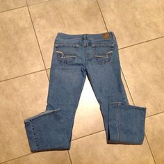 ☘☘ AE Jeans Light wash size 4 inseam 30---stretch American Eagle Outfitters Jeans Boot Cut