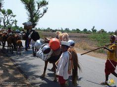 Passersby, on Ron-Badami road, en route to Pattadakal-Badami, near #Ron, #Gadag district, #Karnataka, #India