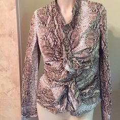 🌹Beautiful Moda International Blouse Size 6🌹 Women's Beautiful Blouse Excel. Cond. Worn Once. Long Sleeves..with zipper down front.Size 6 30 % OFF BUNDLE OF 2 IN MY CLOSET, CHECK OUT OTHER ITEMS AND SAVE. OFFERS CONSIDERED ON EVERYTHING IN MY CLOSET🙋👛👚🎉👜👠👗 Moda International Tops Blouses