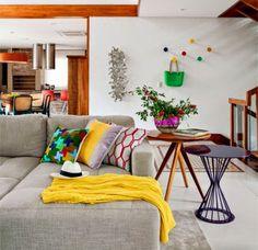 Sofá cinza almofadas coloridas: a dupla perfeita