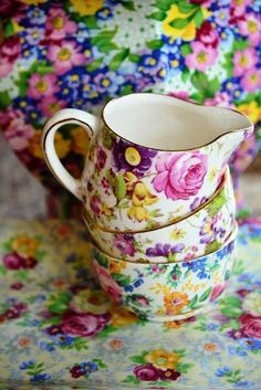 Vintage China Pretty Chintz China milk jug and bowls Vintage Dishes, Vintage China, Vintage Teacups, Vintage Floral, Kitsch, Vibeke Design, Deco Boheme, Teapots And Cups, My Cup Of Tea