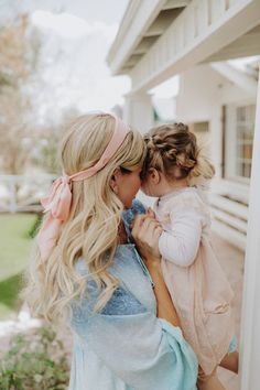 Ribbon Hair - Barefoot Blonde by Amber Fillerup Clark Mom And Baby, Mommy And Me, Mom And Girl, Baby Baby, Amber Fillerup, Shower Bebe, Barefoot Blonde, Ribbon Hair, Ribbon Bows