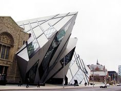 Photo toronto royal ontario museum rom in Toronto - Pictures and Images of Toronto - - Autore: fabrizio benedetti Toronto Canada, Toronto City, Toronto Pictures, Vancouver, Quebec Montreal, Royal Ontario Museum, Amazing Architecture, Organic Architecture, Architecture Photo