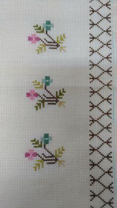 Çiçekli mutfak havlusu #kaneviçe #nakış # havlu # çiçek #şi Simple Cross Stitch, Cross Stitch Rose, Cross Stitch Borders, Cross Stitch Flowers, Cross Stitch Designs, Cross Stitching, Cross Stitch Embroidery, Cross Stitch Patterns, Silk Ribbon Embroidery