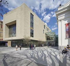 Lunder Arts Center / Bruner/Cott & Associates