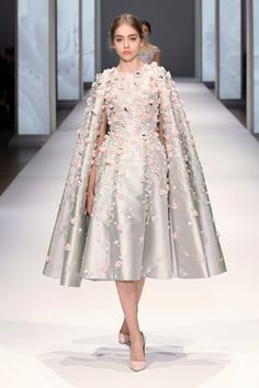 Catwalk photos and all the looks from Ralph & Russo Spring/Summer 2015 Couture Paris Fashion Week Ralph & Russo, Fashion Week, Runway Fashion, Fashion Show, Paris Fashion, Style Fashion, Fashion Tv, Floral Fashion, Fashion Vintage