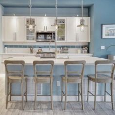 50 Best Modern Kitchen Design Ideas - The Trending House Counter Stools With Backs, Kitchen Counter Stools, Kitchen Chairs, Kitchen Shelves, Kitchen Furniture, Kitchen Decor, Navy Kitchen, Bar Stools, Bar Counter