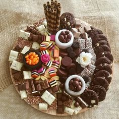 115 Likes, 7 Comments – Grazing Tables & Food Platters ( on Inst… - Germany Rezepte Party Platters, Party Trays, Snacks Für Party, Cheese Platters, Party Appetizers, Dessert Platter, Cake Platter, Quick Healthy Breakfast, Chocolate Sweets
