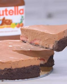 Strawberry season is an indicator of two things; it means the sun is out and the oven is off. Take a break from a hot kitchen to make this easy, fresh and stress-free no-bake Nutella flavored cheesecake. desserts No Bake Strawberry Nutella Cheesecake Easy Desserts, Delicious Desserts, Dessert Recipes, Yummy Food, Baked Strawberries, Cheesecake Recipes, Strawberry Cheesecake, Oreo Nutella Cheesecake, Nutella Cake