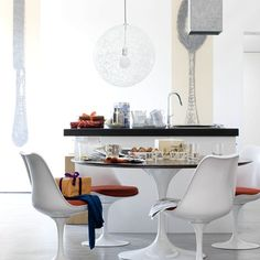 Saarinen Tulip table and chairs. My mom had them in our kitchen. They bring back great memories of my childhood. Should have grabbed them when I had the chance. Tulip Chair, Tulip Table, Saarinen Table, Eero Saarinen, Dining Room, Dining Table, Simple House, Table And Chairs, Room Decor