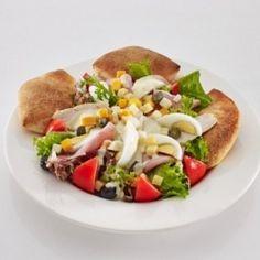 Pizza EATaliano Pest - Della Casa saláta | Rendeld meg most a LeFoodon, Házhozszállítással, online, másodpercek alatt: http://lefood.hu/pizzaeataliano | saláta levelek, csirkemell, sonka, paradicsom, mozzarella, maasdamer, cheddar, főtt tojás, fekete olívabogyó, kapribogyó, tésztalabdák, Pizza EATaliano öntet |EN: Della Casa. mixed leaf salad, chicken breast, ham, tomato, mozzarella, maasdamer, cheddar, boiled egg, black olives, capers, mini breads, Pizza EATaliano dressing.