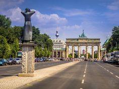 #Berlin #BrandenburgerTor #Fernsehturm
