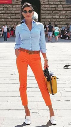 Cute outfit for those who prefer bright colored orange pants. If you can rock this style. Looks Chic, Looks Style, Casual Looks, Mode Outfits, Fashion Outfits, Work Fashion, Fashion Looks, Fashion Women, Summer Outfits