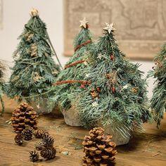 DIY-Anleitung für Einsteiger: Adventskranz binden (mit Eucalyptus) Christmas Wreaths, Christmas Tree, Christmas Ornaments, Hydrangea Seeds, Make An Effort, Blinds For Windows, Holiday Decor, Beton Diy, 23 November