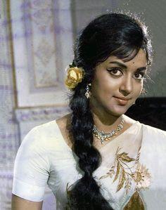 Hema 40 years back Bollywood Heroine, Beautiful Bollywood Actress, Beautiful Indian Actress, Bollywood Makeup, Beautiful Ladies, Simply Beautiful, Bollywood Hairstyles, Indian Hairstyles, Vintage Hairstyles