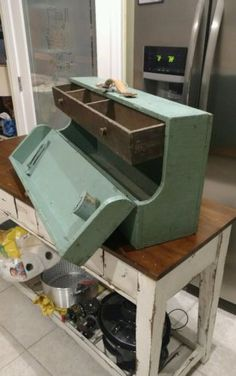 Vintage-Primitive-Large-Carpenter-Wooden-Tool-Box-Chest-With-One-Drawer-and-Key