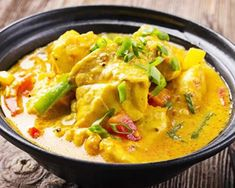 Monkfish Colombo with thermomix. Discover this Monkfish Colombo recipe, simple and easy to prepare at home with the help of your thermomix. Coconut Fish, Coconut Milk Curry, Thai Coconut, Curry Recipes, Fish Recipes, Lotte Au Curry, Best Thai Dishes, Eat Thai, Pollo Guisado