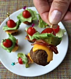 Cheeseburger Meatballs Perfect appetizers - meatballs stacked with all of the ingredients for a deluxe bacon cheeseburger!Perfect appetizers - meatballs stacked with all of the ingredients for a deluxe bacon cheeseburger! Finger Food Appetizers, Appetizers For Party, Appetizer Recipes, Meatball Appetizers, Shower Appetizers, Appetizer Ideas, Toothpick Appetizers, Pinwheel Appetizers, Simple Appetizers