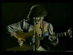 Miguel Abuelo, esta es una de sus primeras grabaciones para el sello MANDIOCA, la mamá de los chicos. Abuelo fue uno de los grandes creativos del rock nacional de Argentina. Éste es su tema Mariposas de Madera.