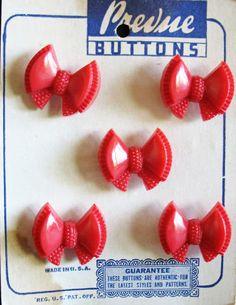 ButtonArtMuseum.com - Vintage red button bows