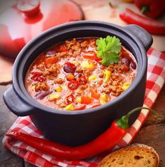 Kids enjoy customizing their own mugs of this chili with garnishes of sour cream, shredded cheddar cheese and sliced scallion greens. Leftovers will be welcome in a thermos at lunch time! Ways To Eat Healthy, Healthy Eating, Healthy Recipes, Polish Recipes, Polish Food, Lasagna, Chili, Beans, Food And Drink