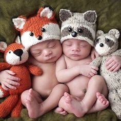 Knit baby Fox and Raccoon hats! ~I really want to do this someday, only with a cat and a froggo~ Knit baby Fox and Raccoon hats! ~I really want to do this someday, only with a cat and a froggo~ Baby Boy Knitting Patterns, Baby Hat Patterns, Baby Hats Knitting, Crochet Baby Hats, Knitted Hats, Crochet Rope, Free Knitting, Fox Hat, Baby Pullover