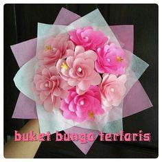 Buket bunga.  Bahagiakan pasangan mu dengan bunga bunga indah ini.  #buketbunga #kadounik #florist #graduation #jualbunga #buketwisuda #kadowisuda #handbouquet #hadiah #bouquet #souvenir