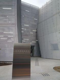 a f a s i a: Kazuyo Sejima Japan Architecture, Futuristic Architecture, Interior Architecture, Metal Mesh Screen, Neo Futurism, Ryue Nishizawa, Expanded Metal, Metal Ceiling, Wall Design