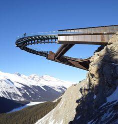 Вам не хватает адреналина, но прыгать с парашютом вы пока не готовы? Есть хороший способ подготовиться к экстремальному отдыху, пощекотать нервы и одновременно восхититься красотой природы. В канадском муниципалитете Джаспер среди горного пейзажа национального парка вы можете совершить захватывающую...
