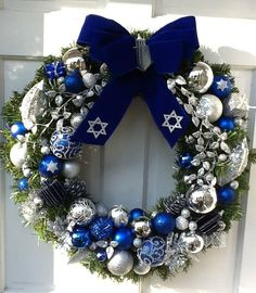 Lovely blue and silver Hanukkah wreath #budgettravel #travel #diy #craft #holiday #holidays #Hanukkah #Chanukah #winter www.budgettravel.com