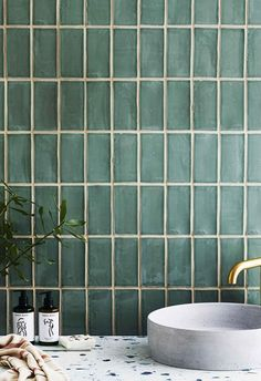 We have your walls and floors covered with the hottest tile trends and tips on installation and upkeep. tiles 5 tile trends that will take over your bathroom in 2020 Kitchen Wall Tiles Design, Bathroom Interior Design, Tile Design, Kitchen Interior, Bath Design, Kitchen Backsplash, Design Design, Concrete Basin, Coloured Grout