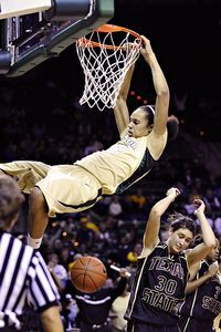 Lost to Louisville. March Madness 2013 really is madness! Brittney Griner, star college basketball player for Baylor, dunking. Baylor Basketball, Louisville Basketball, Girls Basketball Shoes, Basketball Legends, Love And Basketball, Basketball Players, Basketball Court, Basketball Stuff, Basketball Leagues