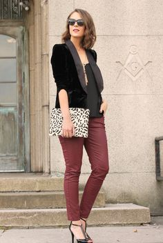 Colored jeans paired with a black velvet blazer for a sophisticated casual look. Passion For Fashion, Love Fashion, Fashion Looks, Oxblood Jeans, Fall Outfits, Fashion Outfits, Fashion Trends, Penny Pincher Fashion, Black Velvet Blazer