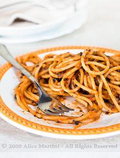 Bigoli al ragù di fagioli neri    Pasta with black beans ragout    Ricetta qui  Recipe here     nice..