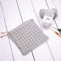 Grytelapper i vaffelmønster fra Hobbii Crochet World, Knit Or Crochet, Crochet Hooks, Chrochet, Potholder Patterns, Crochet Patterns, Cordon En Cuir, Textiles, Basket Weaving