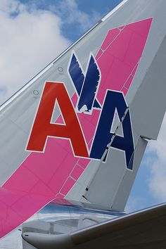 """American Airlines Boeing 777 """"Pink Ribbon"""""""