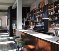 Bar Raval in Berlin Kreuzberg: Wer sich mal kreuz und quer durch die spanische Tapas Küche schlemmen möchte, der sollte sich die Bar Raval in Berlin auf den Merkzettel schreiben. Eine wechselnde Speisekarte sorgt zudem für Abwechslung. >>>Hier reservieren.