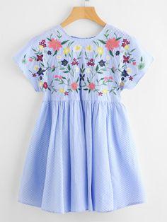 Vestido con bordado de flor con cordón con espalda en V