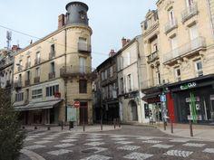 Angle du boulevard de la République et de la rue Grande Horloge à Agen.