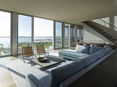 Cove Residence  — это семейный дом с видом на океан от архитекторов Stelle Lomont Rouhani Architects, расположенный в деревушке недалеко от города Southampton в графстве Suffolk, штат Нью-Йорк, США.