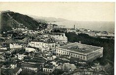 Palacio de la Aduana. En 1791 se inicia la construcción del edificio con el capital suministrado por la venta de 31.000 varas de terreno pertenecientes a la ciudad. El lugar elegido para su emplazamiento fue la haza baja del recinto de la Alcazaba, que se levantaba cerca de la puerta de Al-Aqaba. En 1788 se comenzó a demoler gran parte de las viejas murallas para el solar, hallándose restos romanos y árabes.