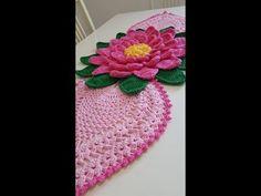 Centro de Mesa Mega Margarida X Motivo Abacaxi - YouTube Crochet Doily Patterns, Thread Crochet, Love Crochet, Crochet Designs, Crochet Doilies, Crochet Flowers, Crochet Table Mat, Chrochet, Floor Rugs