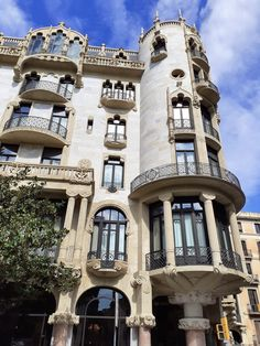 Hotel Casa Fuster #lhw #luxury #architecture #barcelona #montaner #architects #domenechimontaner #travel Barcelona Architecture, Pisa, Architects, Tower, Luxury, Building, Travel, Rook, Viajes