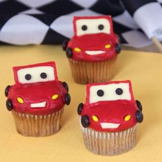 Lightning McQueen Cupcakes ideas for cars party Disney Cupcakes, Cute Cupcakes, Birthday Cupcakes, Cupcakes Kids, Themed Cupcakes, Invitations Disney, Cake Pops, Cupcake Torte, Flash Mcqueen