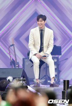 2016 April 15 (Friday) #ActorLeeMinHo #Korean #Actor #LeeMinHo #이민호 #李敏鎬 #LOTTE Family #Festival #KOREA #Seoul  #Music (Source: #Korea Media: OSEN  ,| Daum 뉴스 |  15 April 2016 @ 18:17 hours )  THIS Post: 15 April 2016 (Friday)