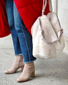 City #streetstyle Bucket Bag, Collars, Street Style, Denim, Bags, Fashion, Red, Handbags, Moda